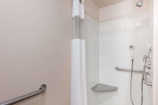Travelodge by Wyndham Hershey - Hershey - Bathroom
