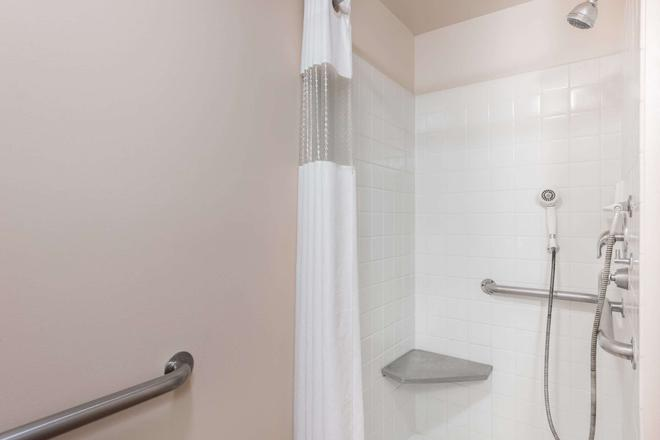 Travelodge by Wyndham Hershey - Hershey - Bathroom