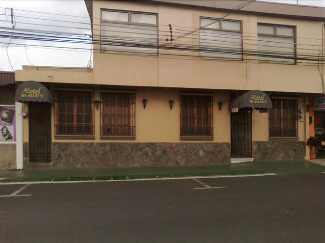 Charly's Place Hotel - Alajuela - Building