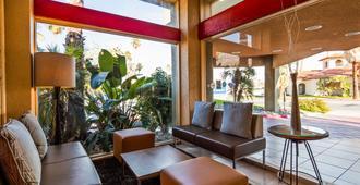 Best Western Inn at Palm Springs - פאלם ספירנגס - לובי