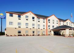 Days Inn & Suites by Wyndham McAlester - McAlester - Building