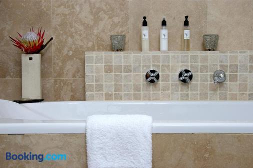 Cliff Lodge - De Kelders - Bathroom