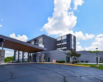 Best Western Resort Hotel & Conference Center - Portage - Building