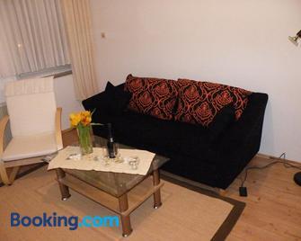 Ferienwohnung Wieneke - Velbert - Living room