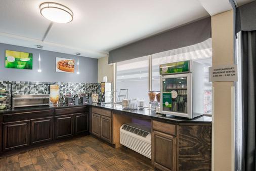 Quality Inn Concord - Concord - Buffet
