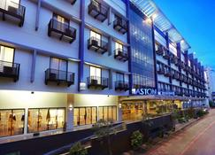 Aston Palembang Hotel & Conference Center - Palembang - Byggnad