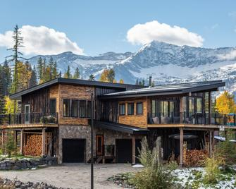 Blackstone B&B - Fernie - Building