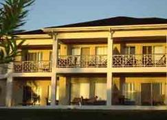 Coral Sands Hotel - Dunmore Town - Budynek