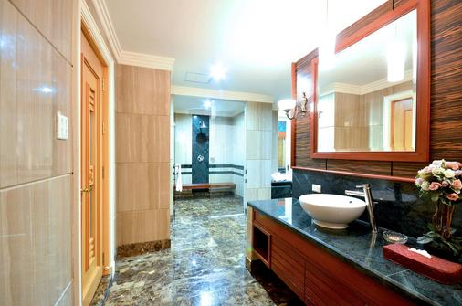 Prince Suite Residence Managed by Prince Palace - Bangkok - Phòng tắm