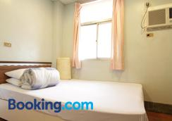 Ron Gong Hotel - Chiayi City - Bedroom