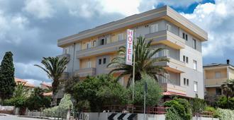 โรงแรมมิสทรัล - อาลเกโร
