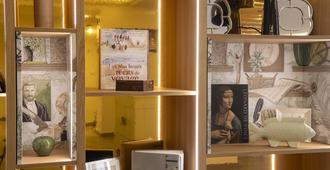 Hotel Des Mines - Paris - Front desk