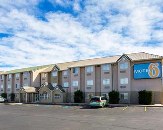 Motel 6 Bernalillo - Bernalillo - Building