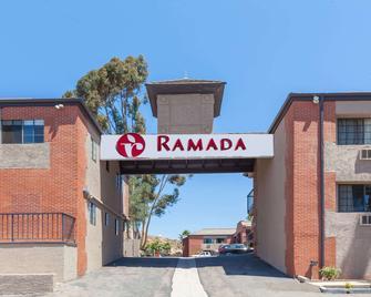 Ramada by Wyndham Poway - Poway - Building