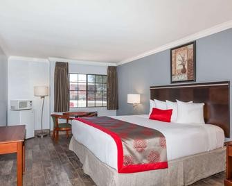 Ramada by Wyndham Poway - Poway - Schlafzimmer