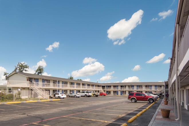 Motel 6 Fort Worth Seminary - Fort Worth - Building