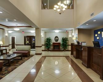 Holiday Inn Express & Suites Moultrie - Moultrie - Front desk