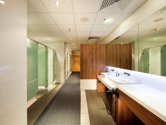 Novotel Cardiff Centre - Cardiff - Bathroom