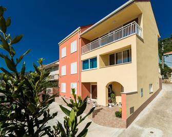 Apartments Sunshine Home - Vela Luka - Building