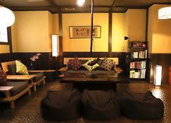K's House Takayama - Quality Hostels - Takayama - Oleskelutila
