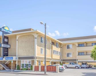 Days Inn by Wyndham Eureka CA - Eureka - Building