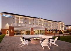 Wyndham Newport Hotel - Middletown - Building