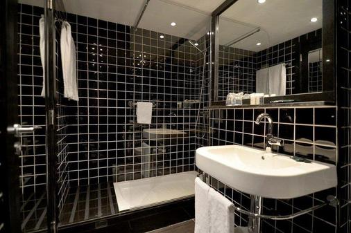 Parallel - Βαρκελώνη - Μπάνιο