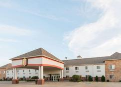 Super 8 by Wyndham Salina - Salina - Building