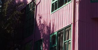 The Pink House - Hostel - Puerto Montt