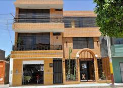 Hostal Real Alcazar - Nazca - Κτίριο