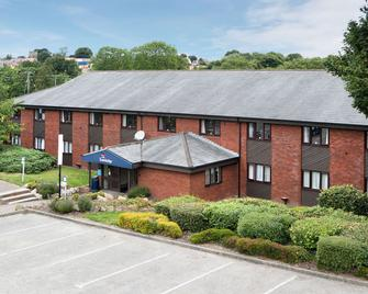 Travelodge Chester Northop Hall - Молд - Building