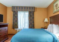 Quality Inn & Suites - Meriden - Bedroom