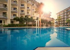 Ramada Hotel & Suites by Wyndham Kusadasi - Soğucak (Aydin) - Pool