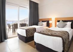 Ramada Hotel & Suites by Wyndham Kusadasi - Soğucak (Aydin) - Bedroom