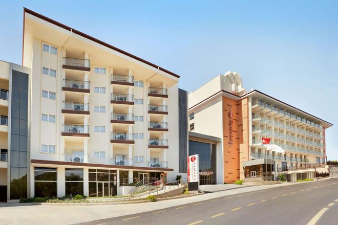 Ramada Hotel & Suites by Wyndham Kusadasi - Soğucak (Aydin) - Building