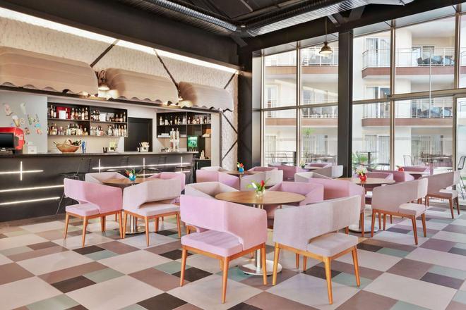 Ramada Hotel & Suites by Wyndham Kusadasi - Soğucak (Aydin) - Bar