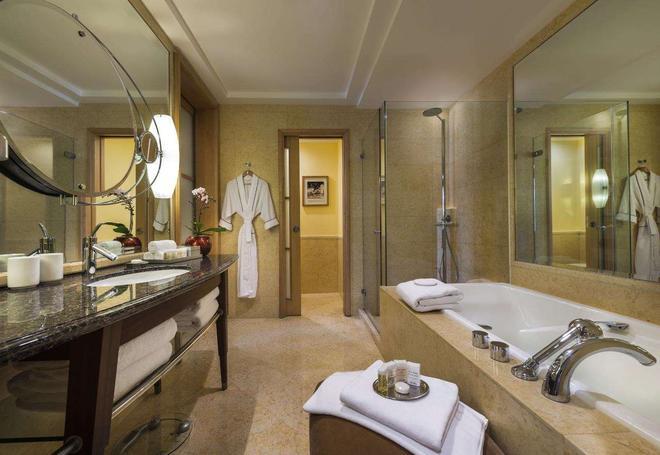 The Fullerton Hotel Singapore - Singapore - Kylpyhuone