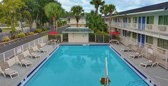 Motel 6 Orlando - Kissimmee Main Gate East - Κισιμί - Πισίνα