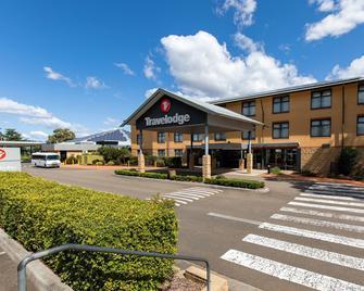 Travelodge Hotel Blacktown Sydney - Blacktown - Building