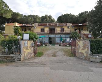 Hotel Paradiso - Tarquinia - Building