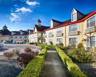 Red Lion Inn & Suites Auburn - Auburn - Gebäude