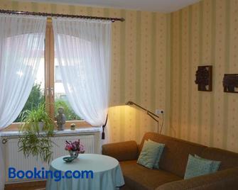 Ferienwohnung Haus 'Anna' - Bad Blankenburg - Living room