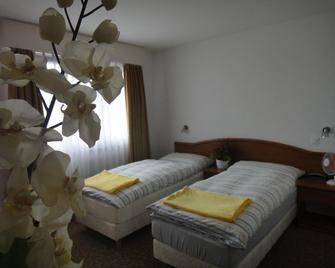 Hotel Du Quai - Villeneuve - Спальня