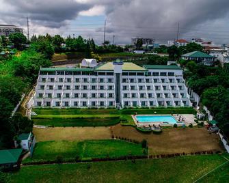 Days Hotel Tagaytay - Tagaytay - Gebouw