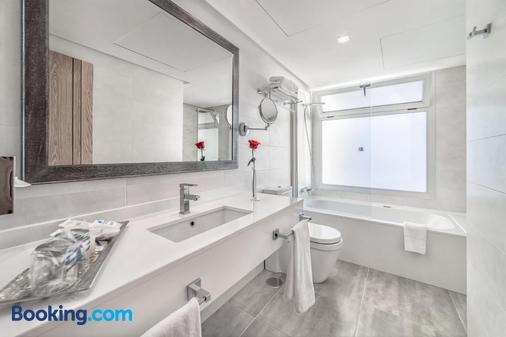 Hotel Lancelot - Arrecife - Bathroom