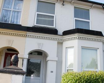 Deene House - Aylesbury - Building
