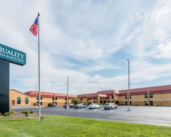 Quality Inn and Suites Muncie I-69 - Muncie - Gebäude