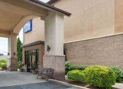 Baymont by Wyndham Beckley - Beckley - Building