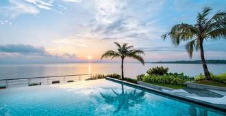 Cove 55 - Kuching - Bể bơi
