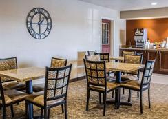 主流套房酒店 - 科勒爾維爾 - 珊瑚村 - 餐廳